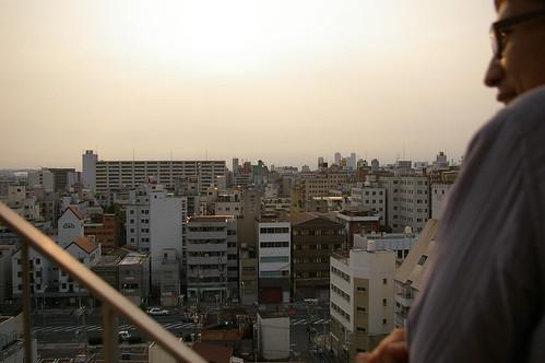 屋上からこの街を見渡す