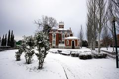 El chalecito (Leandro MA) Tags: nieve valladolid sigma1020 parquealameda canoneos40d leandroma mansindeloshuelmo