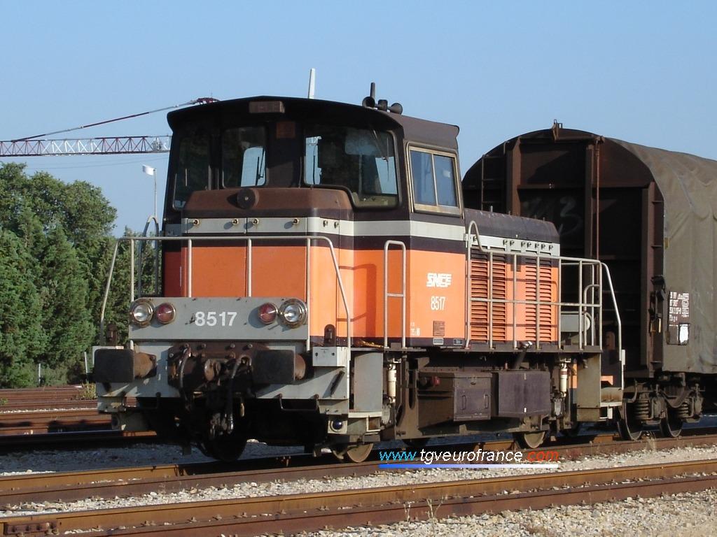 Un locotracteur thermique Y 8400 (le Y8517 SNCF) sur le faisceau marchandises d'Aix-Les Milles
