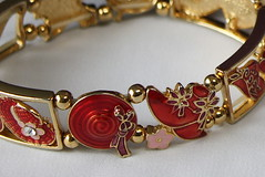 RED HAT BRACELET (Fran James) Tags: 5003