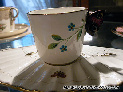 Cup with fan-shaped saucer
