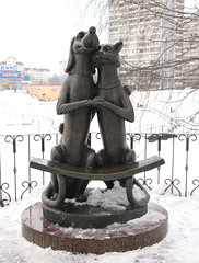 Cat and dog (SebastianBerlin) Tags: dog cat bench russia familie bank hund katze reconciliation 2008 der 2009 jahr antonina        widnoe vidnoe sudilina zudilina      ausshnung