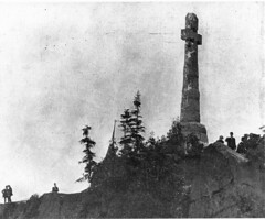 Monument to the Irish immigrant victims of typhus, Grosse-le, QC, about 1910 (Muse McCord Museum) Tags: irish canada monument cross quebec montreal qc immigrant celticcross commemoration deaths mccordmuseum irlandais typhus musemccord grossile