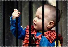 Hapis ocuklar / Jail Children (Kuzeytac) Tags: life city blue red urban baby black color colour cute window childhood geotagged grey eyes child istanbul explore jail geotag leyla hayat ocuk lsi bebek yaam balat gri renk siyah renkler ehir canon70300isusm hapis canoneos400d canoneosdigitalrebelxti kuzeytac aqualityonlyclub