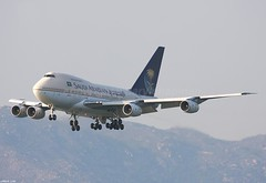"HZ-AIF 747SP-68 ""Saudi Arabian Airlines"" (Daryl Chapman's - Automotive Photography) Tags: canon hongkong vip boeing 747 100400l 747sp saudiarabianairlines 40d 25r 747sp68 sv7264"