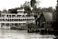 Frontierland River Transportation