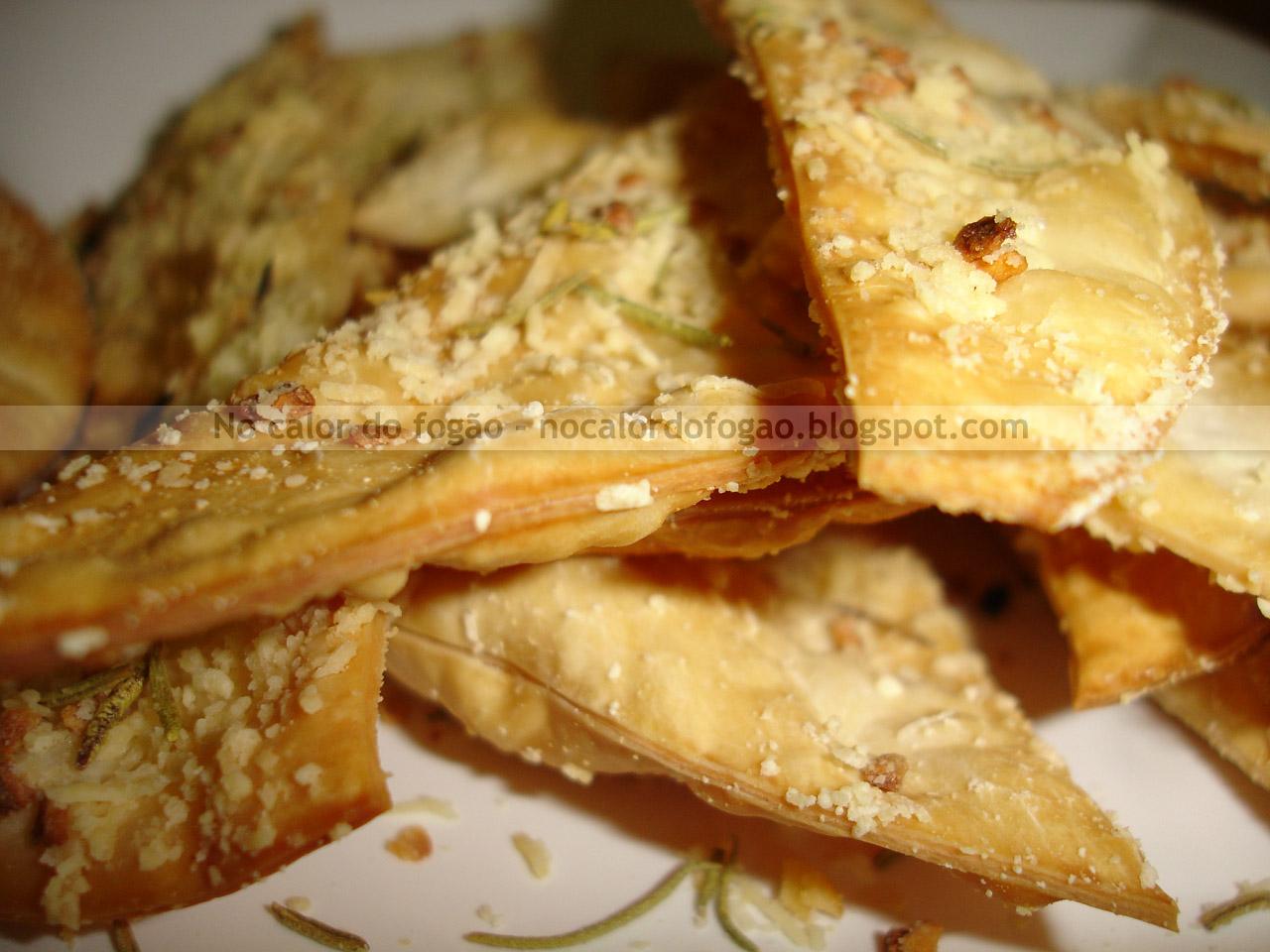 Crackers de parmesão, alho e alecrim