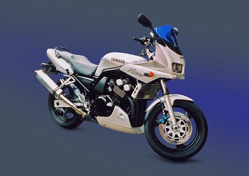 Yamaha Fazer FZS600 Motorbike, Side View