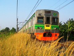KRL Sudirman Ekspres lepas Stasiun Pondok Ranji (chris railway) Tags: railroad station train indonesia tren eisenbahn railway zug ac trem bahn greenline treno serpong ka spoor ferrocarriles treinen ferrocarril ferrovia gleis treni spoorweg jabotabek  ferroviaria krl   chemindefer  pocig      ferroviria  comuter  manggarai  railfans demiryolu ilalang keretaapi ferroviarie  trainphotography  ngst tanahabang sudex   tuho   rseauferroviaire  pondokranji keretalistrik sudirmanekspres    eisenbahnzgen ngperokaril   kolejowych ferrovipathe ferrovira fotografiaferrovira