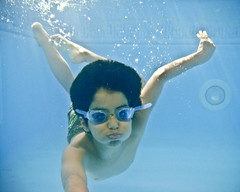 (Jaz Q6r) Tags: boy house water pool swimming swim kid hamad kesha underthewater holdinghisbreath jazq6r