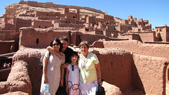 Familia 4 (Carlitos) Tags: africa woman man sarah mom mujer martha carlos morocco maroc irene abi marruecos hombre madre ksar kasbah  atbenhaddou soussmassadra  almarib  athbenhadu