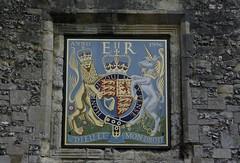 _g106323 (acornuser) Tags: uk england college me arms god coat royal samsung right hampshire translation monarch british winchester shall literal defend gx10 hants samsunggx10