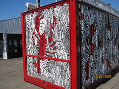 Mvbox detail (All About Eve) Tags: red white art mobile rouge idea restaurant solar fantastic open power close mechanical box container commercial lobster blanc brilliant bote homard solaire nergie muvboc mvboc