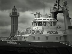 heros (facetmorski) Tags: port main entrance tugboat tug heros gdynia pomorskie