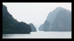 Vietnam 2008 - Halong Bay (Sebastien LABAN) Tags: vacation sun holiday color fog thailand lights bay atmosphere vietnam viet phuket hanoi 2008 along halong nam buidling thailande pucket 5photosaday