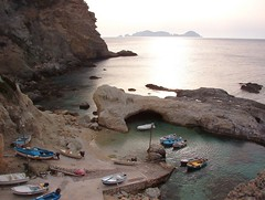 Ponza - Cala Fonte (tony-mezzosub) Tags: italy ponza cala isola porticciolo
