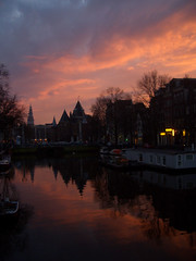 sunset kitsch (rotkehlchen) Tags: sunset red amsterdam clouds geotagged canal sonnenuntergang february waag nieuwmarkt 2009 gracht zuiderkerk