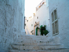 Ostuni's alley 3 (sfocature) Tags: white stairs climb alley doors walls puglia ostuni