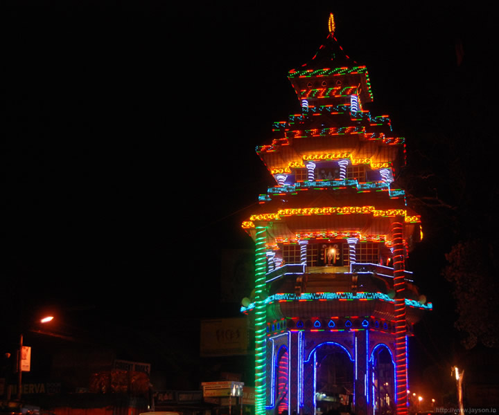Pandal at Naikanal  - illuminated pandal on thrissur round road