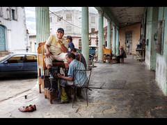 Shoeshine (Kaj Bjurman) Tags: eos raw cuba trinidad 5d noise shoeshine 2009 hdr kuba kaj mkii markii cs4 photomatix tonemapped bjurman