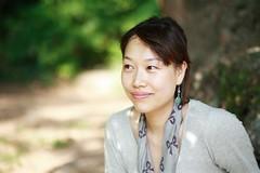 a l'ombre d'un arbre (ouhdeyeah) Tags: portrait vert coree arbre coreenne canon85mm