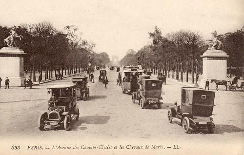 PARIS - L'Avenue des Champs-Elysees et les Chevaux de Marly by Jasperdo.