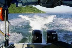 Dois motores de popa de 150 HP cada um (Parchen) Tags: sea summer praia beach water água bay mar hp barco foto verão fotografia lancha imagem baia registro motores potência motordepopa parchen carlosparchen