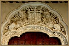 Leones de Aljafera (geoorgesf) Tags: espaa castle spain lion zaragoza fortaleza fortress len castillo leones gotic mudjar aragn gtico aljafera enunlugardeflickr