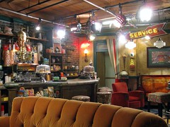 "VIP Studio Tour: ""Friends"" Set (AntyDiluvian) Tags: california friends set studio coast la losangeles wb series tvshow burbank californiatrip warnerbros warnerbrothers centralperk studiotour moviestudio 5photosaday september2008 canona650 vipstudiotour"
