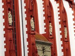 P1010523 (H. Eisenreich) Tags: germany bayern deutschland bavaria franken statuen wrzburg marktplatz kapelle heilige unterfranken marienkapelle