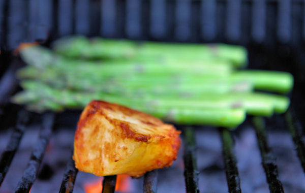 lone roasted potato and asparagus on the bbq 2240 R