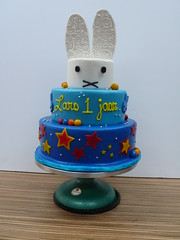 Nijntje/Miffy cake BIG BUNNY (CAKE Amsterdam - Cakes by ZOBOT) Tags: birthday wedding bunny cakes cake big utrecht verjaardag celebration miffy marzipan stacked specialty nijntje fondant tiered taart taarten sweetthings zoegottehrer bruidstaarten