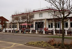 A 30s seaside pub (Fray Bentos) Tags: pub lincolnshire seasideresort skegness publichouse seasidepub 30spub theshipskegness