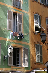 Vieux Nice (just.Luc) Tags: windows france nice frankreich shadows streetlights frança côtedazur ramen laundry shutters lanterns frankrijk oldtown francia linge ombres fenêtres frenchriviera vieuxnice schaduwen wasgoed costaazul luiken azurenkust