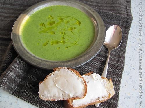 Ruccola-Zucchini-Suppe mit Ziegenkäsebaguettes