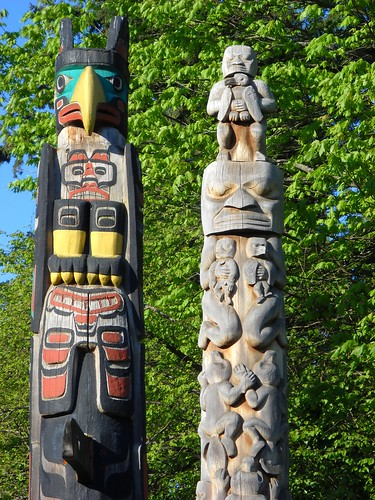 totems, Stanley Park by jeesau