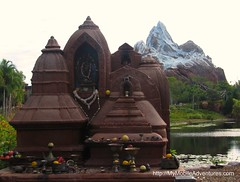 IMG_3019-Yeti-shrine-Everest-looms