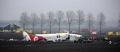 Turkish Airlines Flight TK1951 (Diederik de Regt) Tags: netherlands canon de airplane eos death crash nederland boeing f56 schiphol efs f4 turkish vliegtuig the 450d 55250
