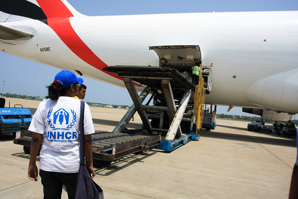 Sri Lanka: First UNHCR emergency airlift flight arrives in Colombo