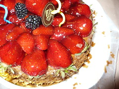 Strawberry Cheesecake for Dad's B-day (posixeleni) Tags: birthday family cake dessert dad berries montreal celebration bakery pan 2009 strawberrycheesecake premieremoisson dadbday2009