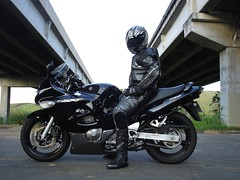 Coming Back from Caapava - Under the Bridge (2) (dawson.mulder) Tags: bridge bike concrete shark boots sopaulo helmet crotch ponte suit gloves mulder motorcycle biker rocket suzuki dawson viaduto concreto caapava alpinestars sp1 gsx750f agv oxtar