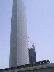 skyscaper & monorail (jason oldfield) Tags: japan skyscraper tokyo shiodome monorailtrain