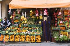 Faire son march (jochaps) Tags: fruit pentax market