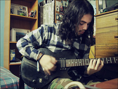 ajdoasjdaos  (http://www.flickr.com/photos/bleedforme) Tags: guitarra