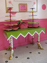 Cupcake Stands (Pinks & Needles (used to be Gigi & Big Red)) Tags: ca cupcakes willywonka sprinkles frosting montecito cupcakery whodidily