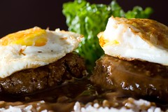 Loco Moco (2/3) (Jim U) Tags: food home sonyhvlf56amflash nikonsb80dx 12mmkenkoextensiontube sony900 minolta85mm14grs cafeworld 21x20inchdiysoftbox
