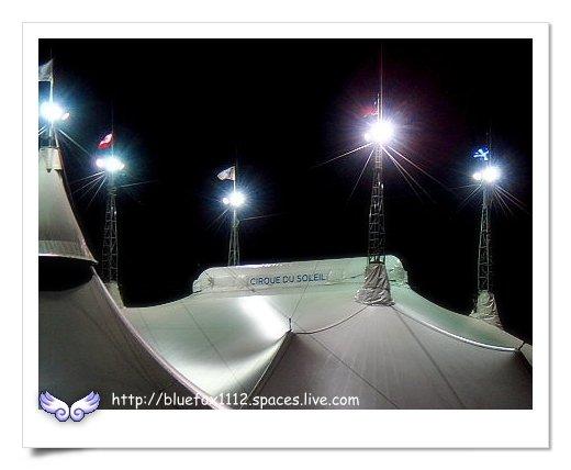 090124太  陽劇團-歡躍之旅15_帳篷頂端的國旗