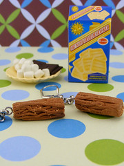 (Shay Aaron) Tags: food beer cake bread miniature oven salt earring flake stove bakery marshmallow minifood pretzel dollhouse        clayfood