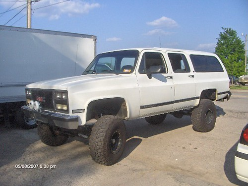 91 Suburban Lifted http://www.jeepforum.com/forum/f59/pics-your-other-rides-298151/index42.html
