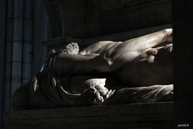 Le gisant de François Ier est à léchelle : en effet, le roi de France mesurait près de 2m de hauteur